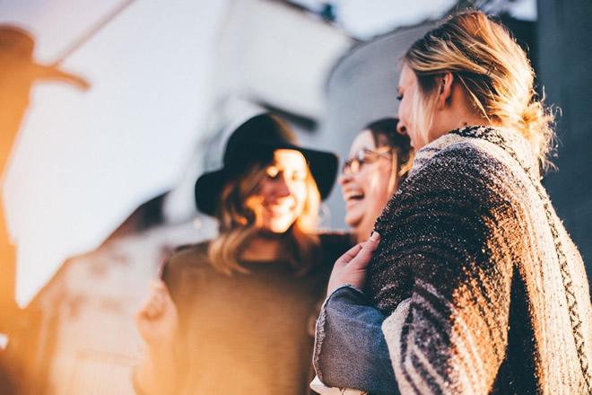 Frauen zu mehr Selbstbewusstsein und größerem Denken inspirieren